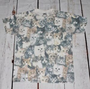 Cats Graphic T-shirt Size mediumArmpit to armpit is 50cm. Condition is 9/10