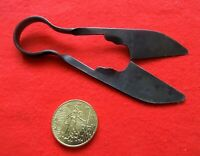 rare outil - petit ciseau - force de tisserand à un doigt - longueur 10,5 cm