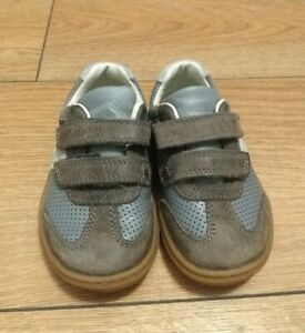 Clarks kids boys Blue and Brown 5.5G shoes Worn Once