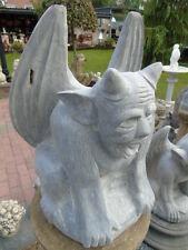 statue gargouille en pierre bleu , monstre ailée  belle finition , a voir !