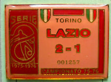 DISTINTIVO SPILLA PIN - TORINO-LAZIO 2-1 - CAMPIONATO 1975-76 - cod. 1023V