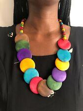 Afrikanische Halskette aus Holz im modernen Look