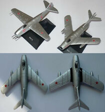 1:100 MiG-9 or Mig-15 or Mig-17 Soviet Airplane Die Cast DeA 32 38 35