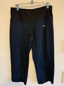 Nike Size S (4-6) Womens  FIT DRY Active Crop Capri Pants Leggings Size S Black