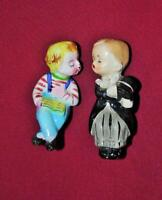 VINTAGE BOY & GIRL KISSING SALT & PEPPER PORCELAIN SITTING FIGURINE SET JAPAN
