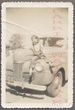 AUTO DE ÉPOCA FOTO Muy monos niña con / 1941 FORD AUTOMOBILE 686618