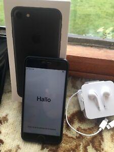 Apple iPhone 7 - 32GB - Black (Unlocked) cracked screen