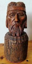 Tête en bois sculpté à identifier