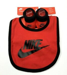 Nike 2 Piece Baby Boys /Girls Set 0-6 Months bib & booties Red/black