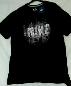 Men's NIKE Tee Shirt SizeXL Black with High Rise Buildings Design(New with tags)