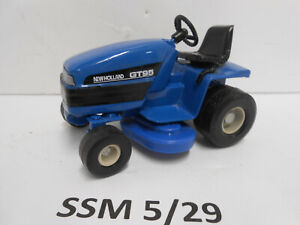 Scale Models New Holland GT95 Riding Mower 1/16