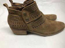 "BareTraps Georgia Women's Brown Leather Boots Side Zip 1.75"" Heel Size 7.5M"