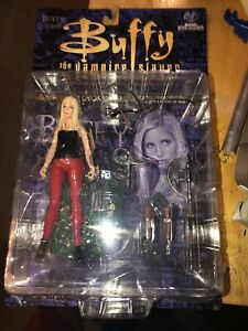 BUFFY SUMMERS The Vampire Slayer Red Pants Action Figure Moore 2000