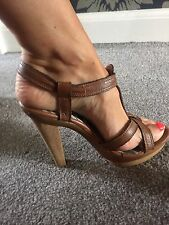 Gorgeous Tan Summer shoes River Island Size 5