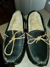 Men's Minnetonka Black Leather Sheepskin Lined Moosehide Slipper Size 9