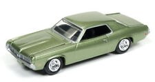 1/64 AUTO WORLD VINTAGE MUSCLE 3A 1969 Mercury Cougar in Medium Lime