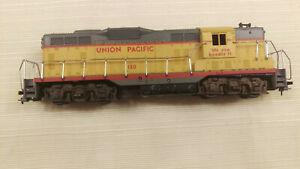 Athearn HO EMD GP9 diesel Union Pacific #130, Runs good.. Nice shell