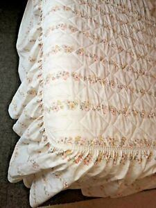 BEDDING VINTAGE 70s QUILTED TOP frill sides SINGLE BEDSPREAD St Michael floral