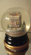 BLOOMINGDALE'S New York City Musical Snow Globe Collectible NYC