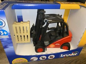 Bruder ~ Fork Lift Truck Pallets  #2511 Linde Toy NIB ~ 1:16 Size