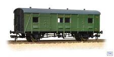 39-525 Bachmann OO Gauge Southern Passenger Luggage Van Southern Railway Green