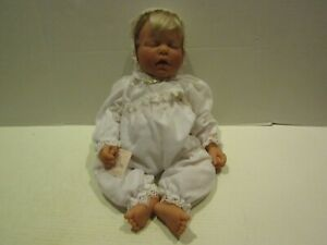 LEE MIDDLETON DOLL SIGNED REVA 1997 BLONDE HAIR 20 INCH BABY FACE CLOSED EYES