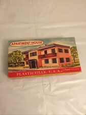COMPLETE NICE CLEAN PLASTICVILLE #1907 APARTMENT HOUSE W/BOX