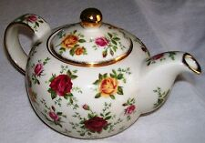 ROYAL ALBERT OLD COUNTRY ROSES CLASSIC IV TEAPOT 1998 , NEVER USED
