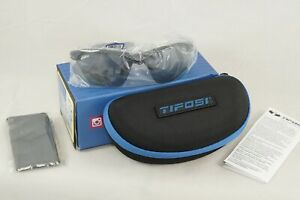Tifosi Tyrant Sunglasses 2.0 Carbon Polarized Fototec Light Adjusting Lens Case