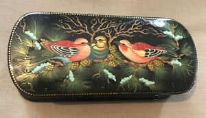 """VINTAGE 4"""" LAQUERED BLACK GOLD COLORFUL BIRDS HINGED BOX SIGNED SKU119832P"""