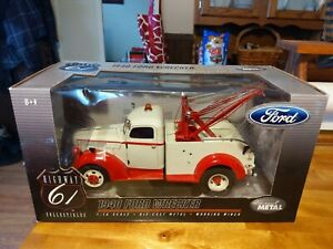 Highway 61 #50344 1:16 1940 Ford Wrecker Die-cast Replica Top