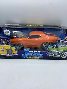 Muscle Machines 1/18 Orange W/ Stripes 1969 Chevy Chevelle Die Cast Car TOO HOT