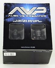 AVP ALIEN VS PREDATOR LIMITED EDITION of 2500 COLLECTIBLE DVD GIFT SET wit BUSTS