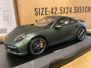 Porsche 911 992 Turbo S 1:18 Oakgreen Spark