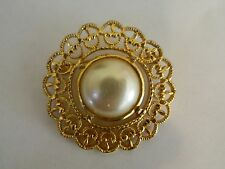 Brooch With Faux Pearl Center Gold Tone Circle Pin /