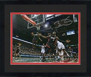 Framed Dwyane Wade Miami Heat Signed 8'' x 10'' Alley-Oop to Lebron James Photo
