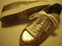 Isaac Mizrahi Live Tamara SOHO Lace-Up Sneakers Womens Shoes 6 M Pale Gold 6M