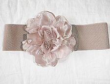 MAUVEY GREY STRETCH WIDE BELT LARGE MATERIAL FLOWER CLASP CHIC WOW FACTOR S/M