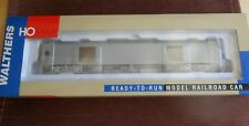 WALTHERS EXPRESS CAR W/CONDUCTORS WINDOW UNDECORATED NIB