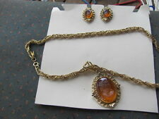 VINTAGE-WHITING DAVIS NECKLACE AND CLIP-ON EARINGS SET-AMBER & GOLD TONE CAMEO