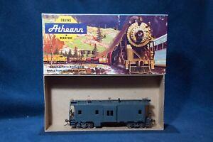 ATHEARN (Blue Box) 1285 BAY WINDOW CABOOSE  (UNDECORATED)