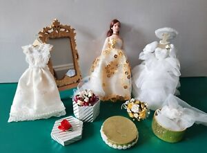 DOLLSHOUSE WEDDING DISPLAY NEW DRESSES LADY IN PACKS ,VAIL,BOUQUET,MIRROR+STAND