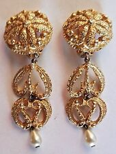 ~VTG Designer Runway Highly Detailed Gold Tone and Faux Peal Pendant EARRINGS