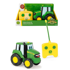 Tomy 42946 John Deere Remote Controlled Johnny Tractor