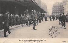 CPA 75 PARIS GREVE GENERALE DES CHEMINS DE FER LA GARDE DEVANT LA GARE DU NORD