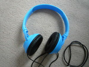 headphones-JVC, wired, adjustable size, blue, excellent condition
