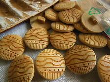 lot 6 boutons en bois brut ciselé sur pied diamètre: 1,8 cm ref 2010