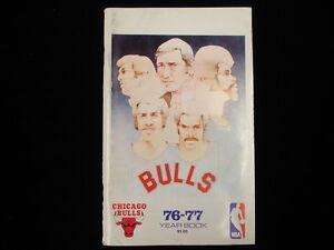 1976-77 Chicago Bulls NBA Basketball Yearbook