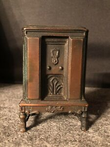 Vintage Majestic Antique Radio Cast Iron Coin Bank #831