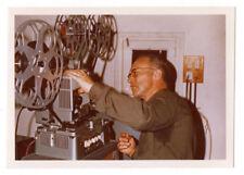 PHOTO ANCIENNE Bobine Projection Film Cinéma Projectionniste 1960 Homme Caméra